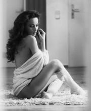Angelina beim Homeshooting - schwarz weiß