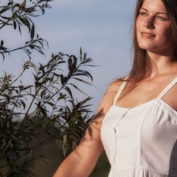 Kleid weiß und Sonne in Limbach am See