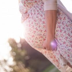 Glauchau, Babybauch, InLove, Babgallerie, Schwangerschaft, Fotos, Fotograf, Frühling, Blütenzeit, Gegenlicht, Abendsonne