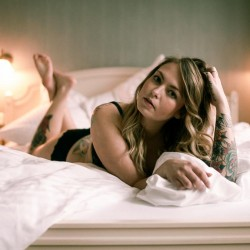 Homeshooting, Home Story, Sensual, Bed Time Story, Lingerie, Model, non naked, vintage, JPG, dont shot raw, raw