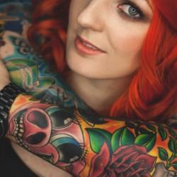 Tattoo und orange Haare, Sandra Vogel & Michael Ludwig