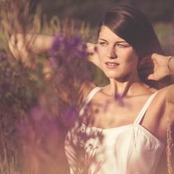 die Blumen stehen hoch und die Sonne lacht